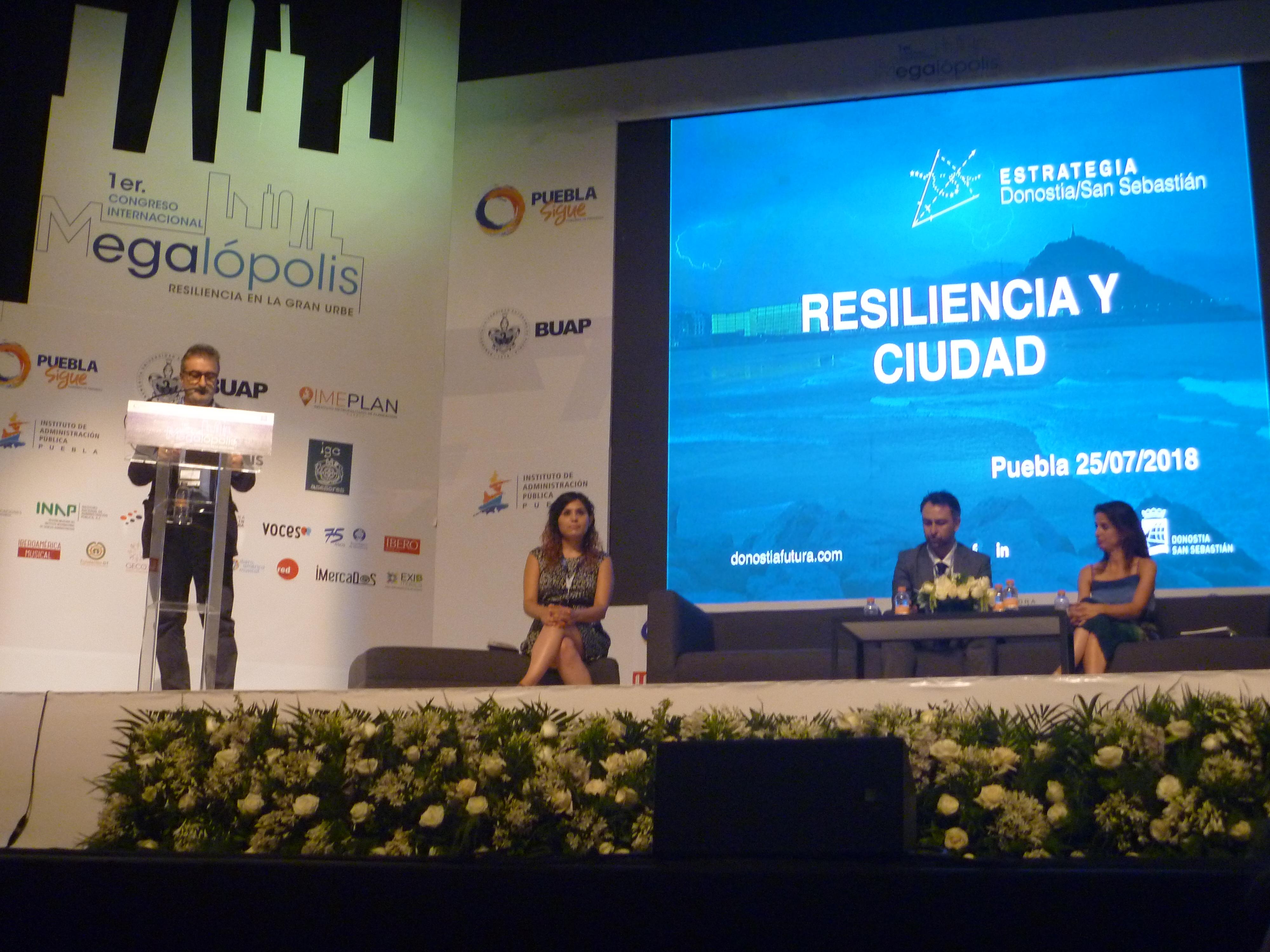 Kepa Korta, participando en el Congreso Megalópolis en México hablando sobre la resiliencia en la gran urbe